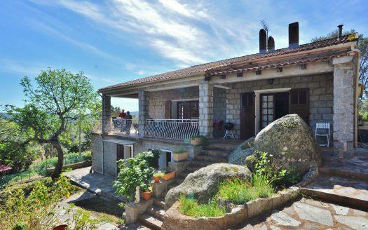 01-villa-pierre-hameau-grand-terrain-calme-vue-degagee