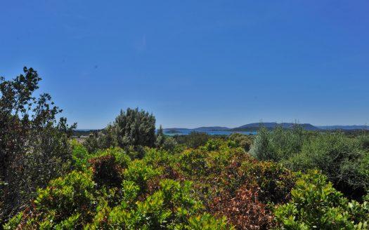 08-01-terrain-lotissement-araso-cabanon-bleu-vue-mer-proche-plage