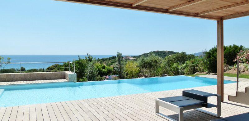 Location villa contemporaine dans domaine privé