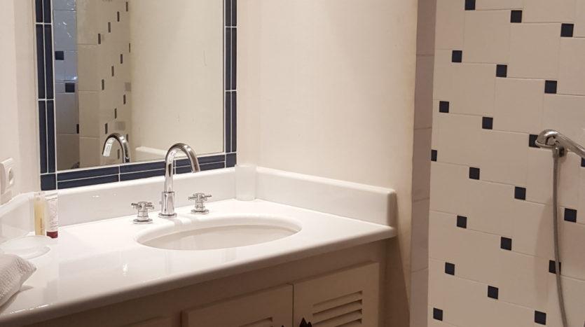 salle de bain location villa de luxe punta d'arasu bord de mer avec piscine sud corse