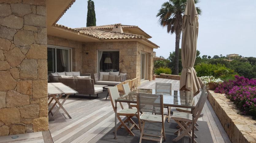 terrasse location villa de luxe punta d'arasu bord de mer avec piscine sud corse