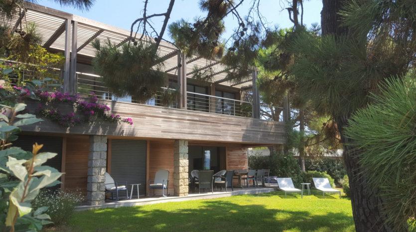 location villa de luxe cala rossa accès mer sud corse