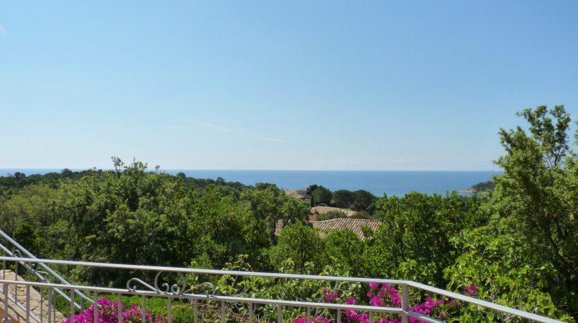 bord-de-mer-villa-piscine_vue-mer
