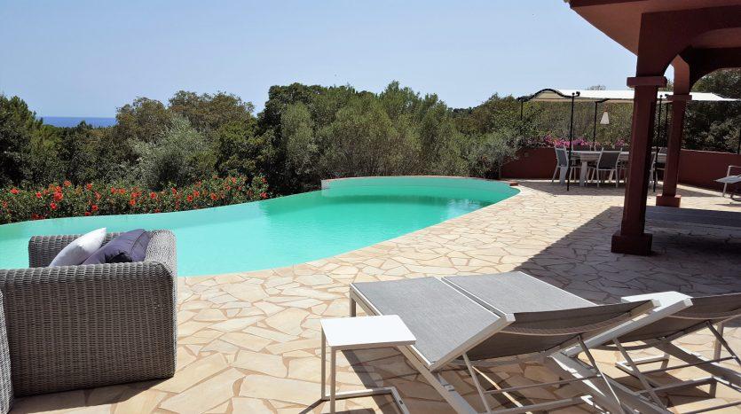 location villa avec piscine proche de la plage capicciola corse du sud