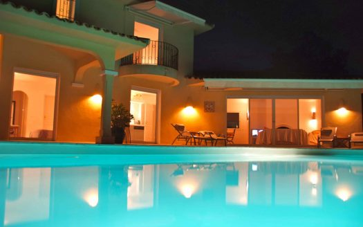 location-proche-domaine-capicciola-vue-mer-anneau-bateau-piscine-5-chambres25 (20)