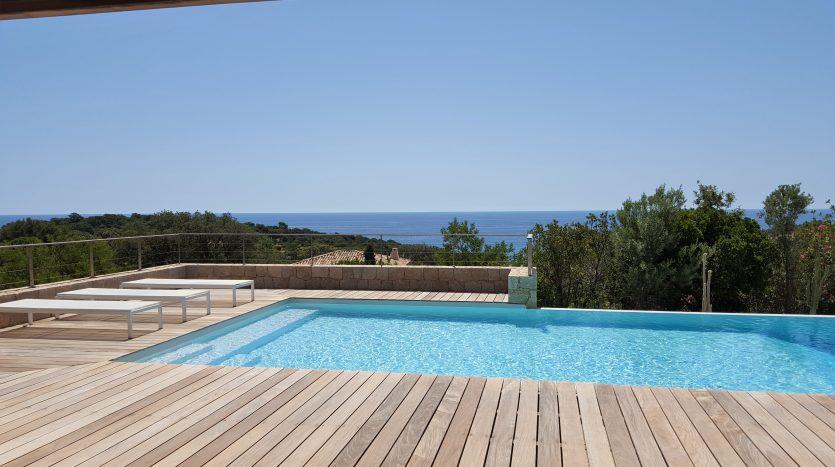villa terrasse piscine jardin vue mer