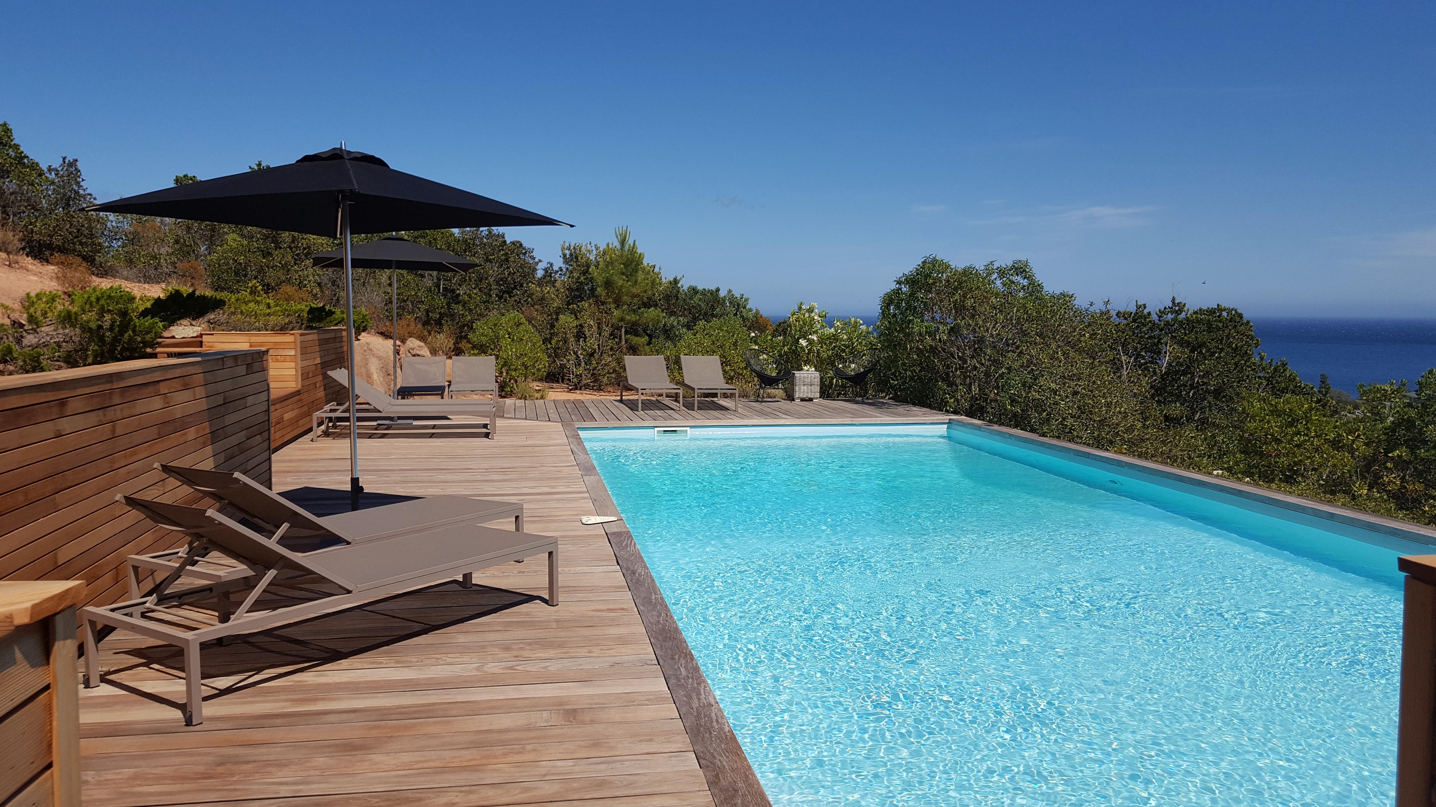 Location villa bord de mer entre palombaggia et santa for Piscine porto vecchio