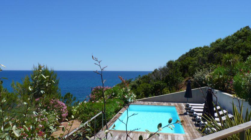 Pieds-dans-leau-vue-panoramique-pinarello-piscine-01-