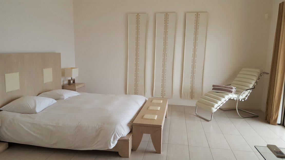 chambre location villa de luxe avec piscine proche de la plage capicciola corse du sud