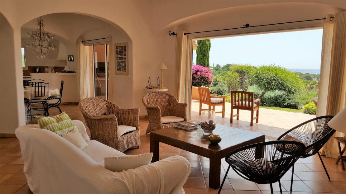 location-villa-porto-vecchio-piscine-pieds-dans-l'eau