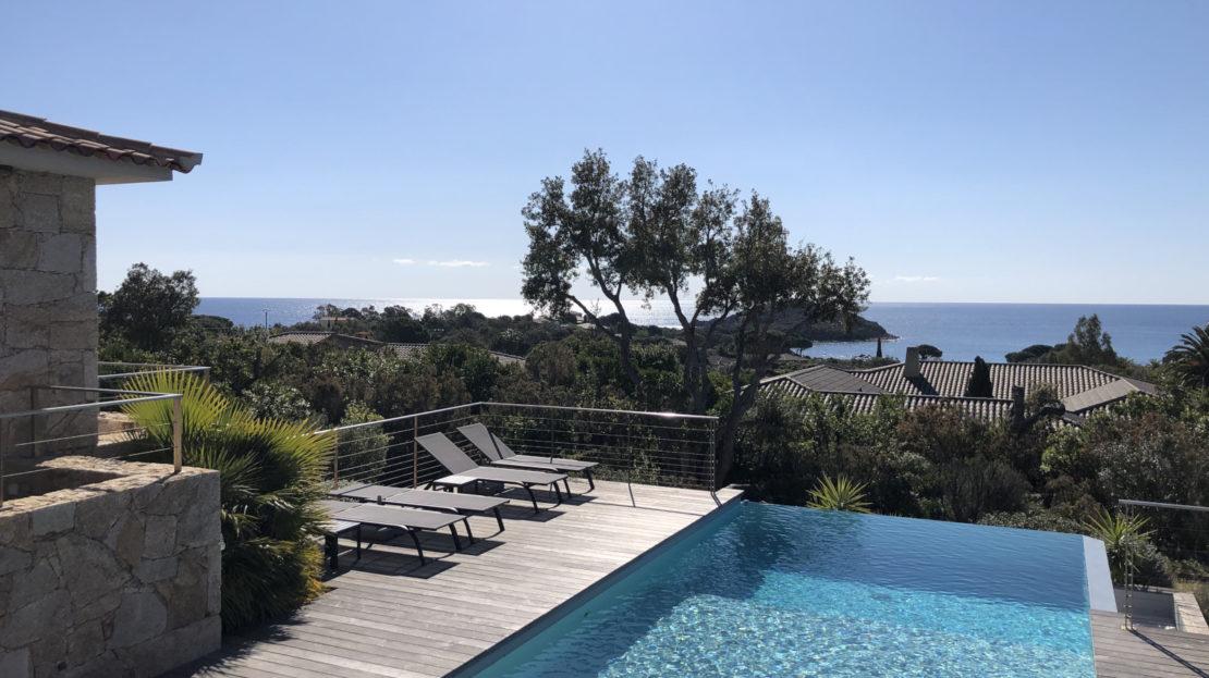 location villa vue proche de la plage du Cabanon bleu piscine