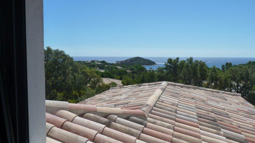 P1240025-01-location-villa-Capicciola-vue-mer-piscine-acces-plage