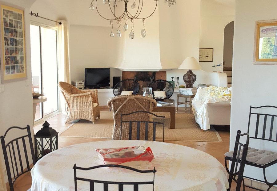 Jolie villa de 200 m² vue sur meret accès direct à la plage