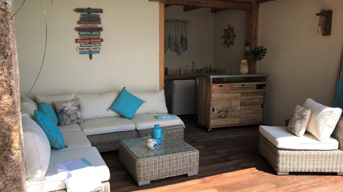 cuisine d'été location villa de luxe punta d'arasu accès mer vue panoramique avec piscine sud corse