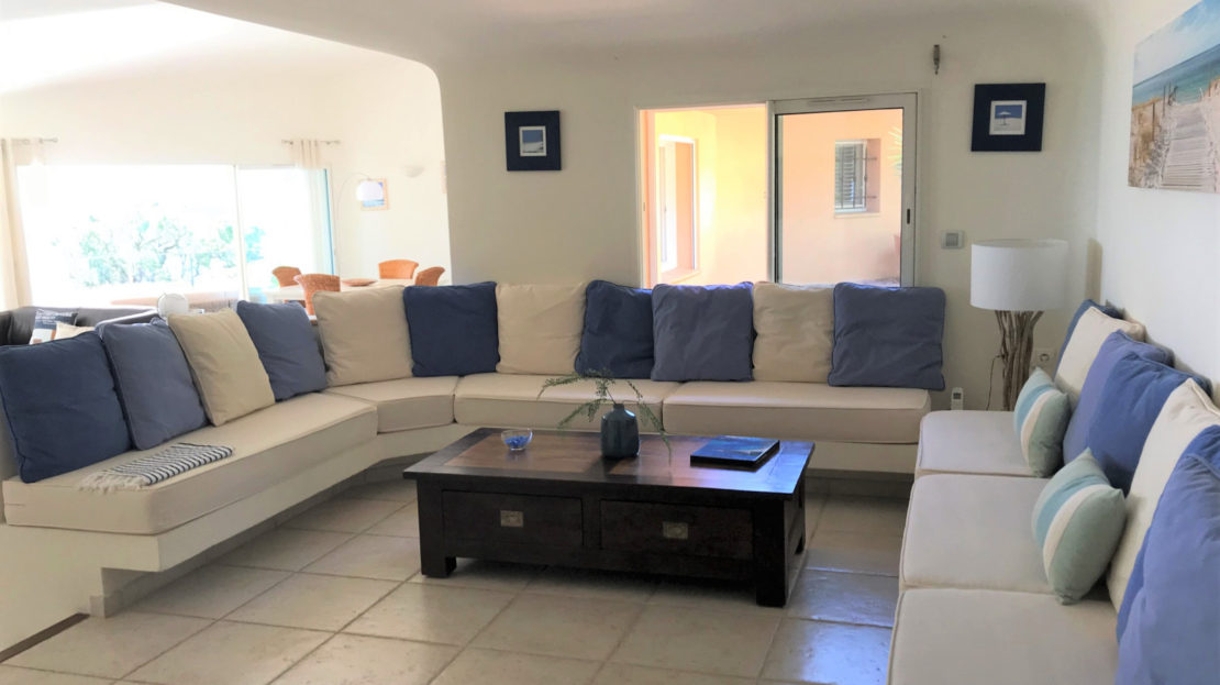 salon location villa de luxe punta d'arasu accès mer vue panoramique avec piscine sud corse