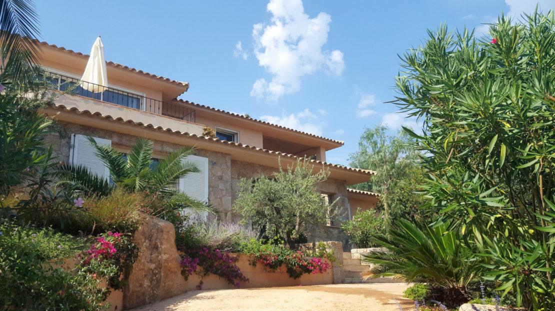 location villa de luxe punta d'arasu accès mer vue panoramique avec piscine sud corse