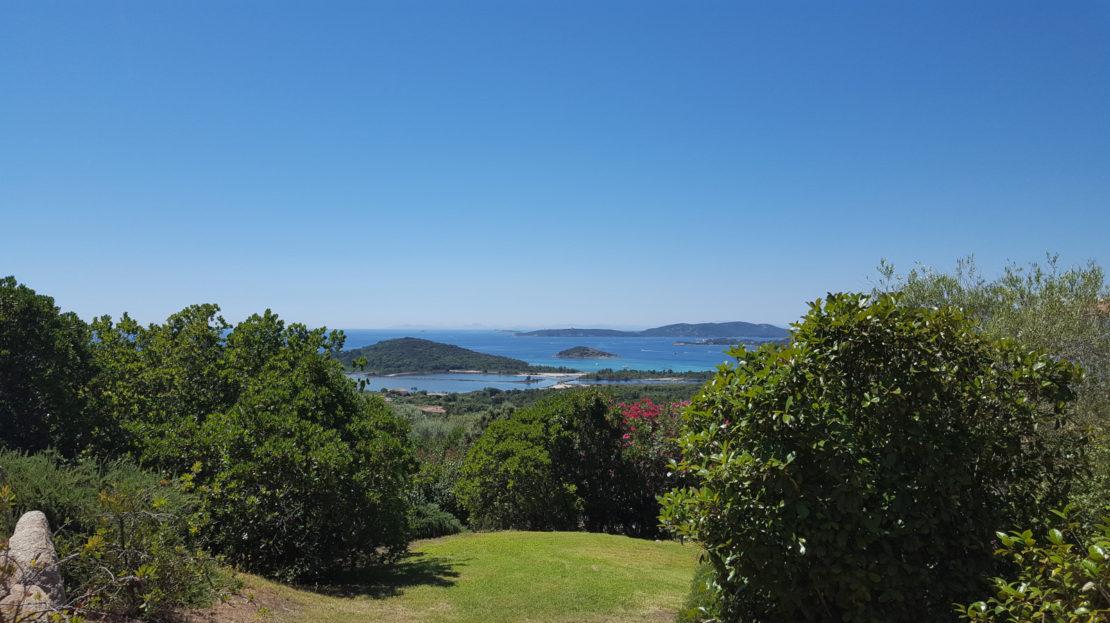 location villa de luxe vue panoramique et piscine proche de la plage du Cabanon bleu corse du sud