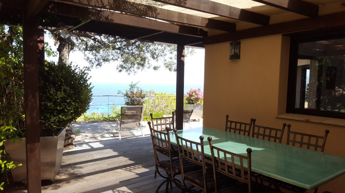 terrasse couverte location villa de luxe piscine vue panoramique porto vecchio sud corse palombaggia