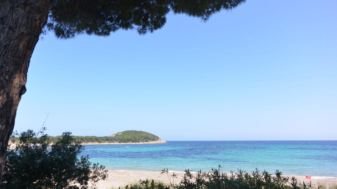 location de villas les pieds dans l'eau avec vue mer capicciola corse du sud