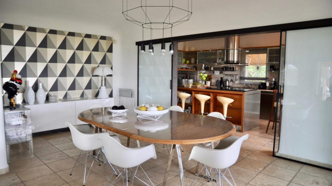 salle à manger location villa de luxe piscine vue mer golf porto vecchio sud corse