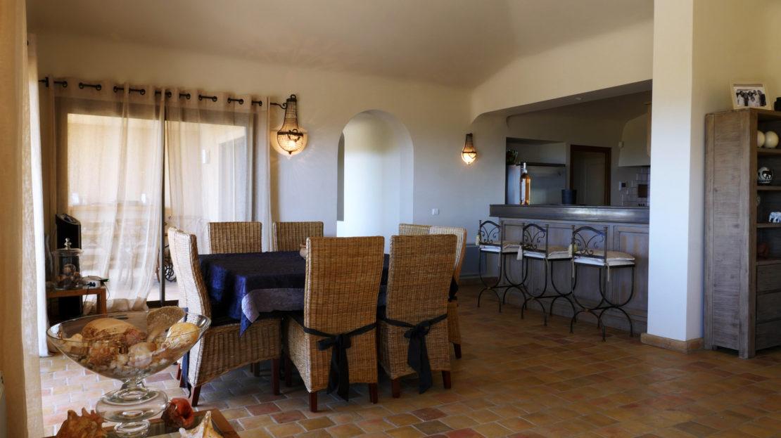 salle a manger vente et location de villas de luxe vue mer et piscine domaine d'araso corse du sud