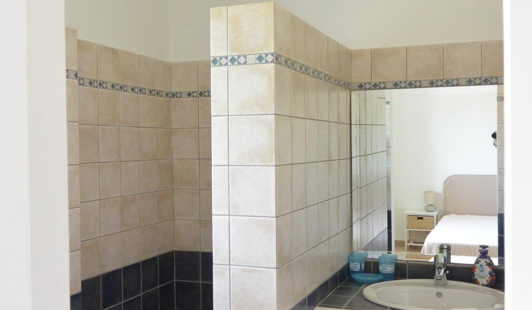 salle de bain vente et location de villas de luxe à proximité de Fautea sud corse
