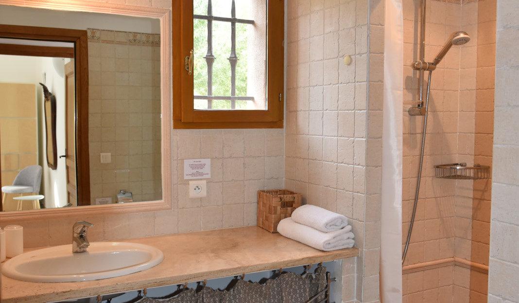 salle de bain location villa de luxe vue mer avec piscine corse du sud palombaggia
