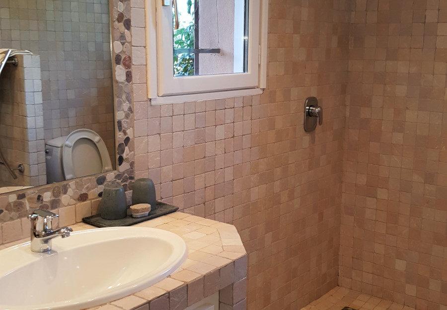 salle de bain location villa de luxe domaine d'araso les pieds dans l'eau avec piscine corse du sud