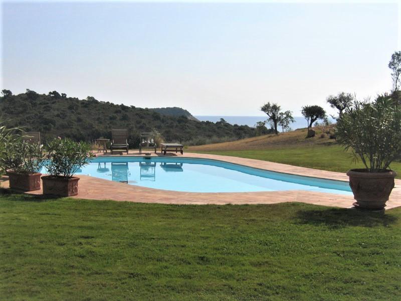 location villa de luxe domaine d'araso les pieds dans l'eau corse du sud