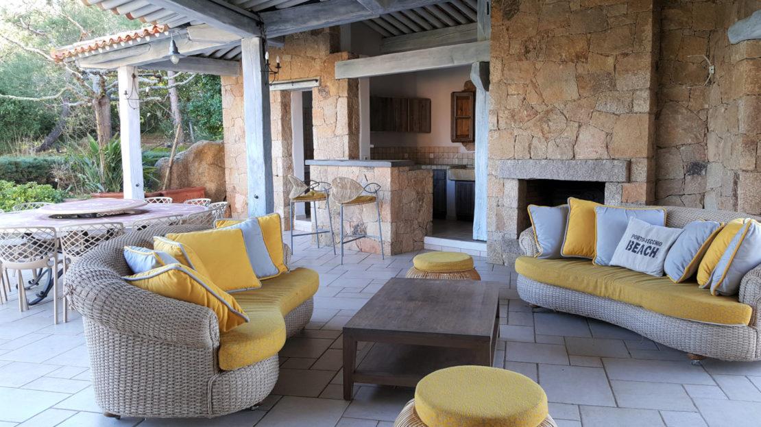 terrasse couverte location villa de luxe domaine d'araso les pieds dans l'eau corse du sud