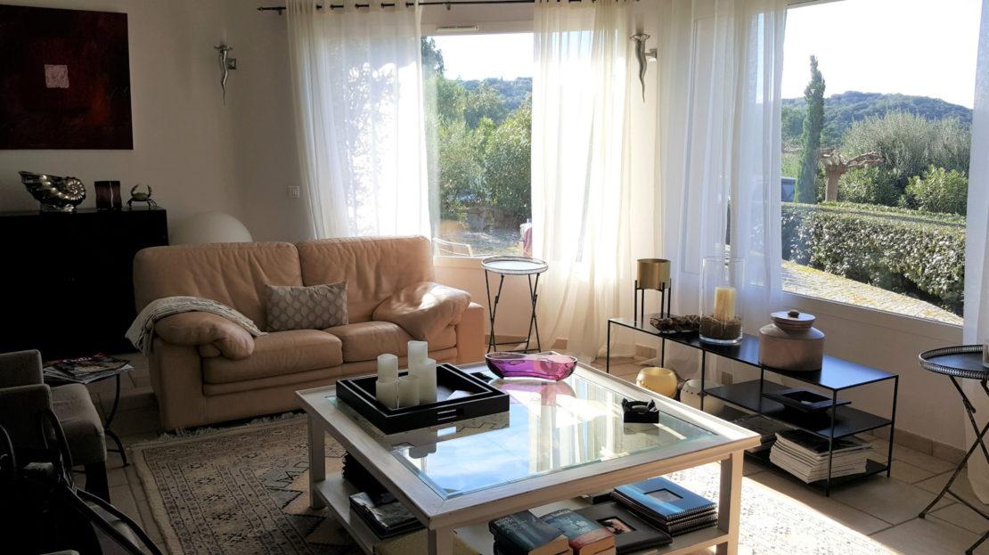 salon location villa de luxe domaine d'araso les pieds dans l'eau corse du sud