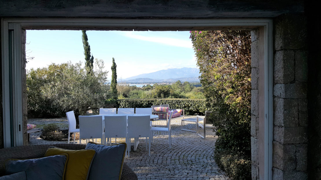 location villa de luxe domaine d'araso les pieds dans l'eau avec piscine corse du sud