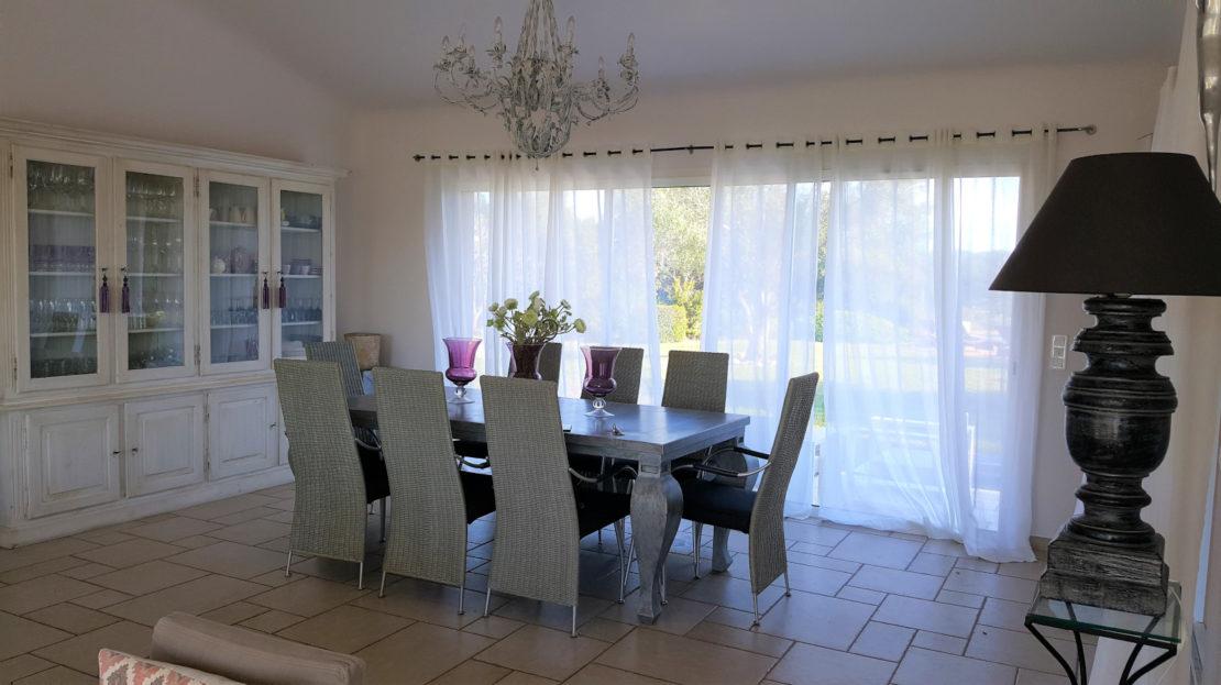 salle a manger location villa de luxe domaine d'araso les pieds dans l'eau avec piscine corse du sud