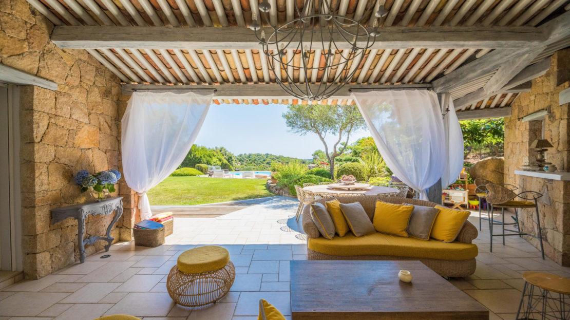 salon pool house villa porto-vecchio
