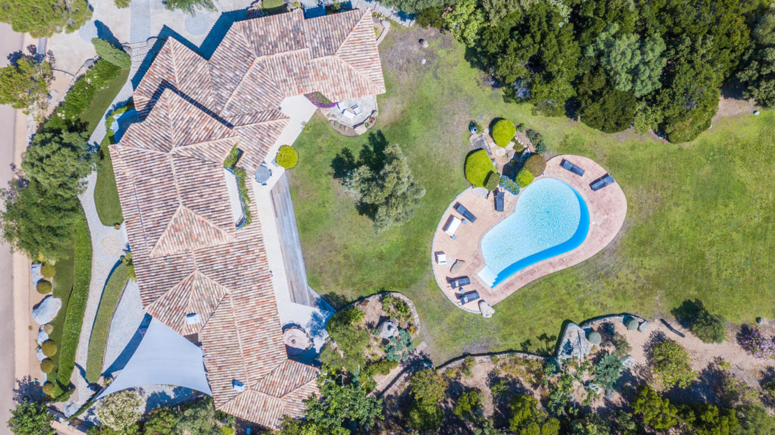 villa pieds dans l'eau avec piscine
